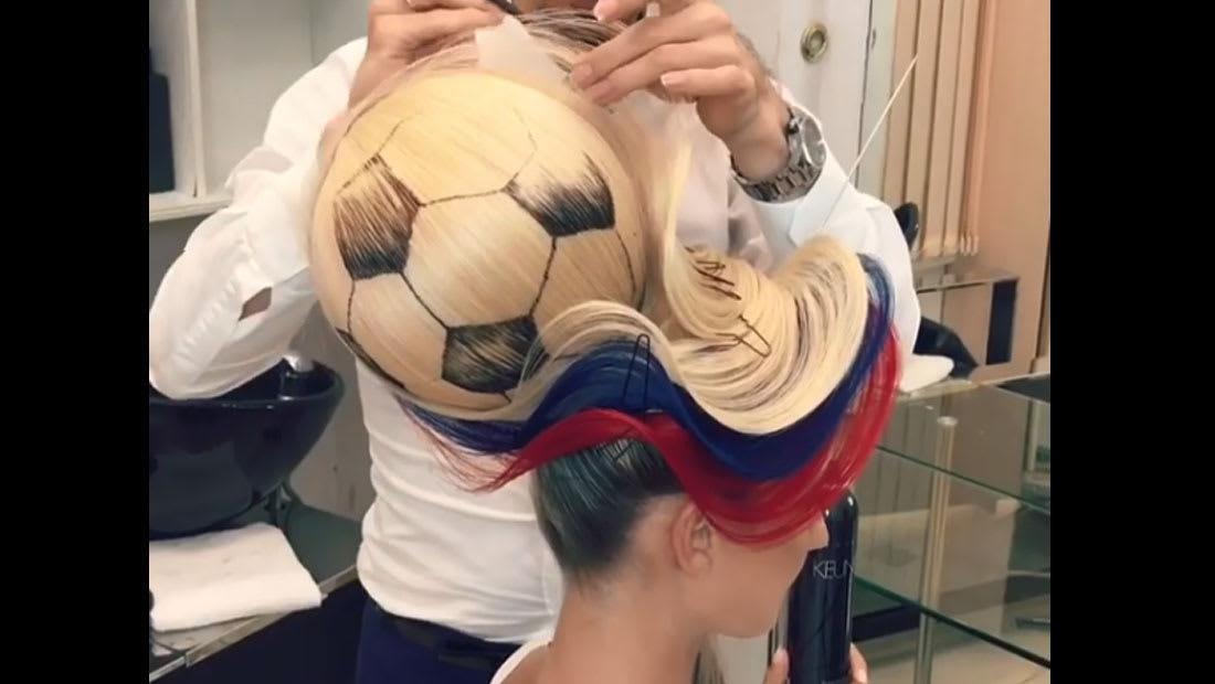آخر صيحات الموضة من وحي كأس العالم.. صففي شعرك بكرة قدم!