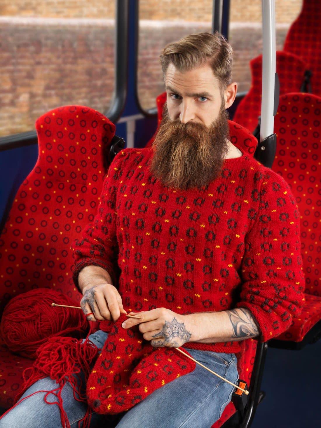 صور أزياء تتطابق مع الخلفية في بريطانيا