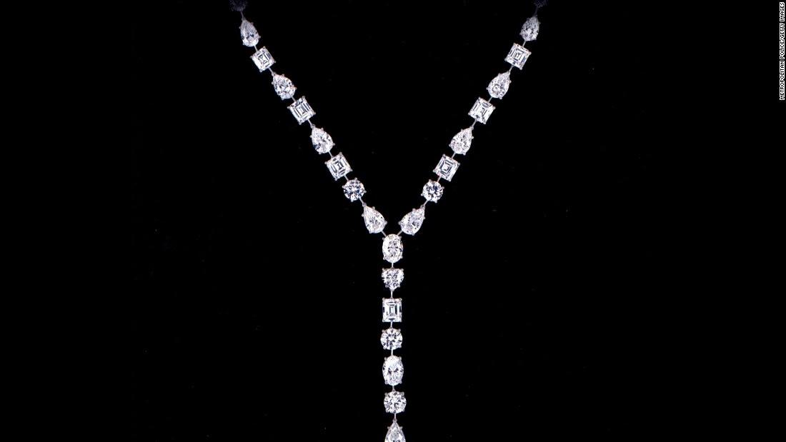 تعرف إلى أشهر سرقات المجوهرات في التاريخ المعاصر