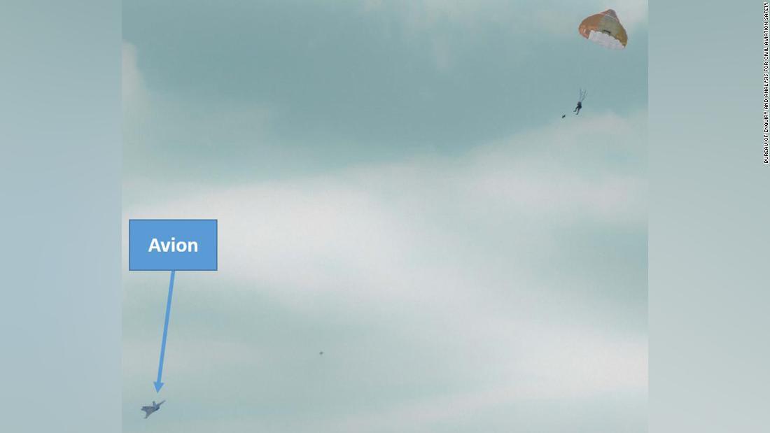 رجل فرنسي يقع بطريق الخطأ من طائرة مقاتلة على ارتفاع 2500 قدم