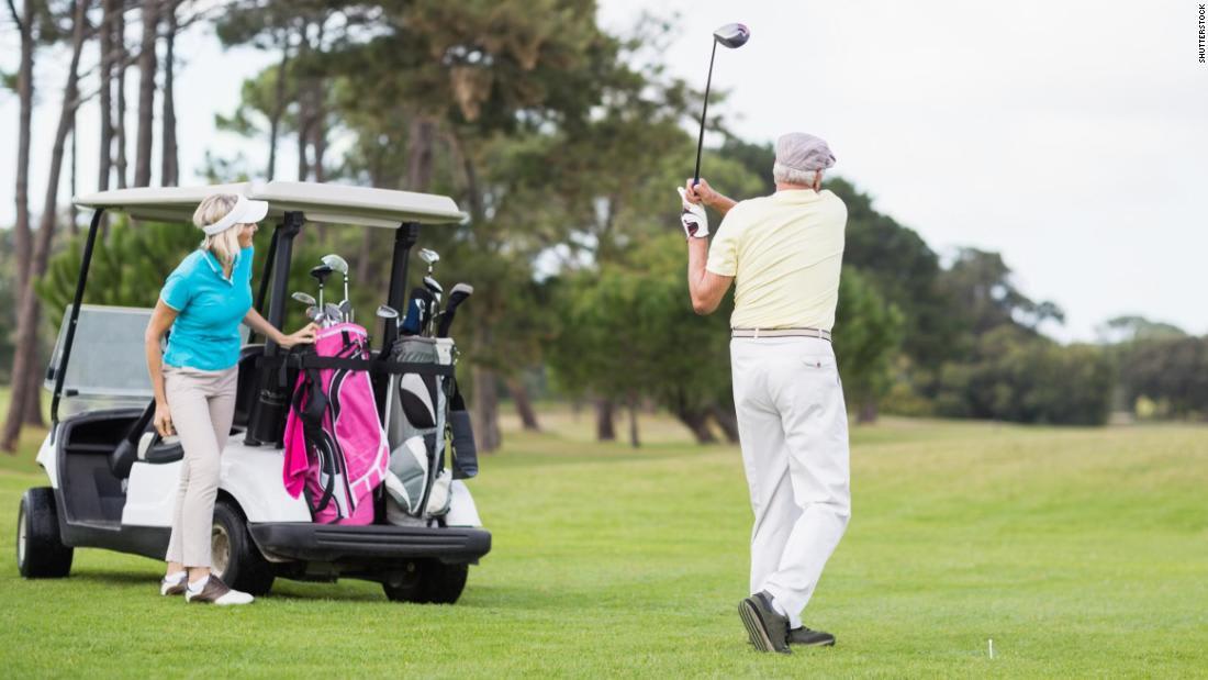دراسة: دراسة: قد يساعد لعب الغولف كبار السن على العيش لفترة أطول