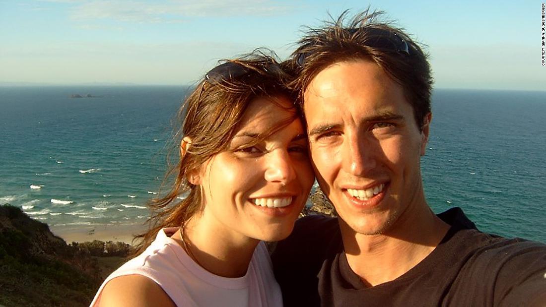 قصة حب تجمع ألماني وأسترالية على شاطئ خليج بايرون