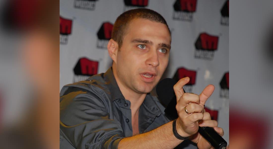 المطرب المصري حسام حبيب يقدم ألبومه في مؤتمر صحفي في القاهرة أغسطس 2008
