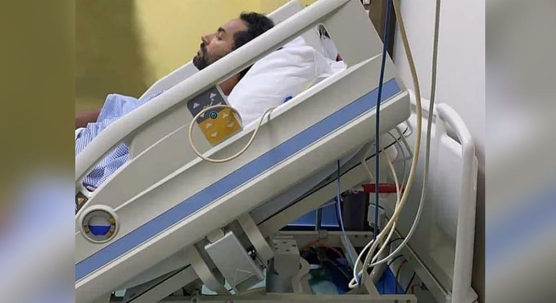 صورة لكريم فهمي في المستشفى نشرها عبر حسابه الرسمي على فيسبوك