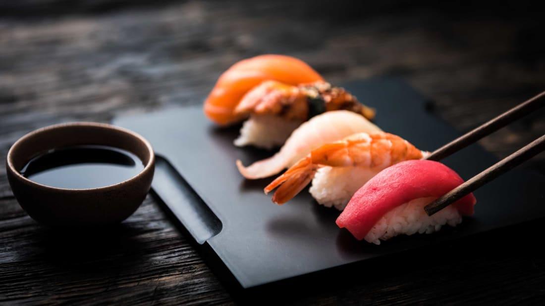 من الألف إلى الياء: كيف تطلب السوشي وتأكله مثل مواطن ياباني