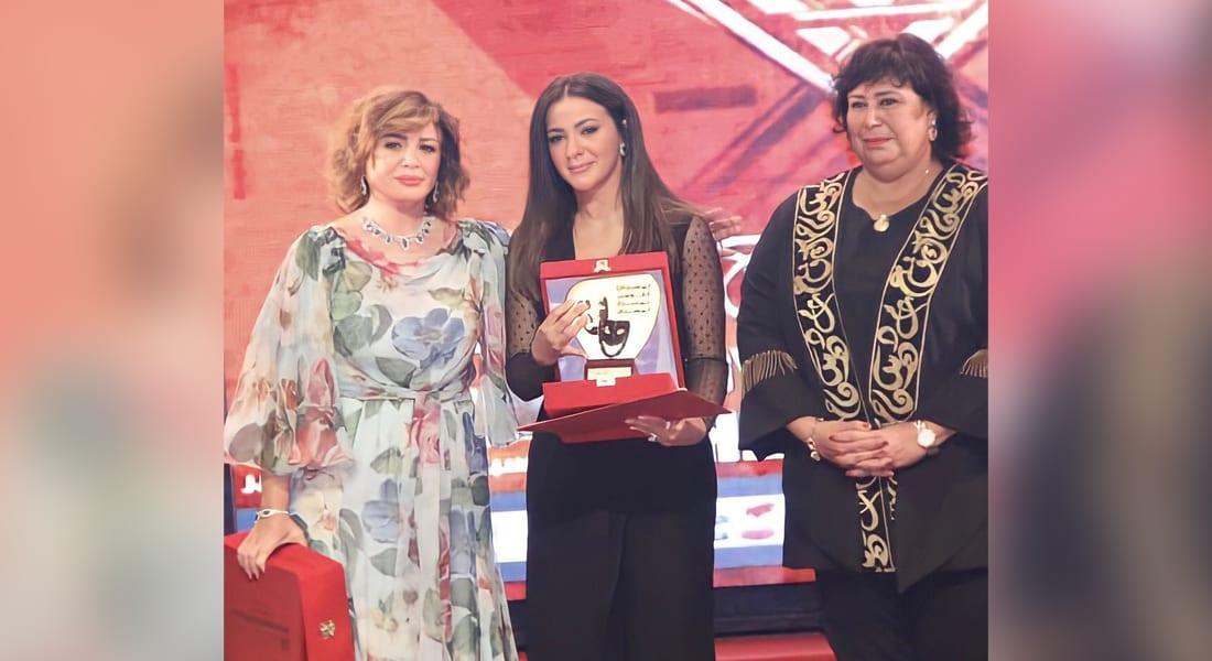 """صورة نشرتها إلهام شاهين عبر """"انستغرام"""" جمعتها مع دنيا ووزيرة الثقافة المصرية"""
