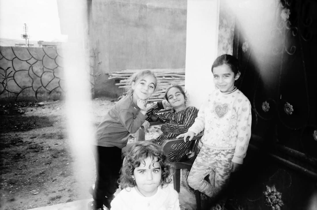 عدسات اللاجئين الشباب على الحدود السورية التركية... ماذا كشفت؟