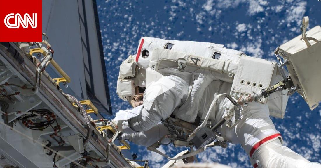 """""""رأيت كوكب الأرض وقدماي تتدليان"""".. هكذا يكون السير في الفضاء"""