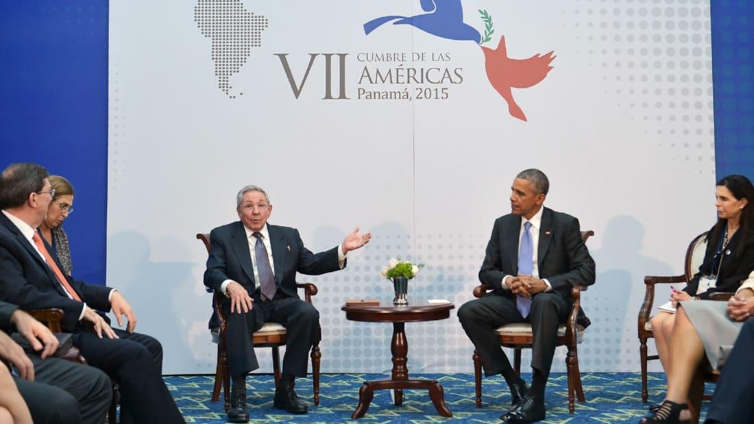 بالفيديو.. قمة تاريخية تجمع أوباما وكاسترو في بنما