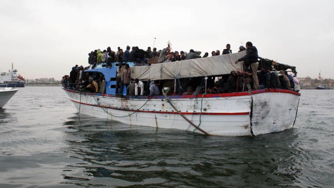شاهد إنقاذ قرابة ألف مهاجر عربي وأفريقي بيوم واحد قبالة إيطاليا