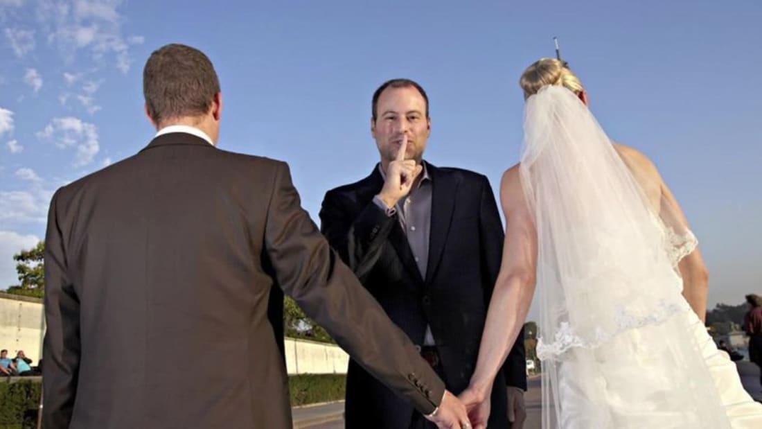 """قراصنة يخترقون موقعاً يساعد المتزوجين على """"الخيانة"""".. ويهددون بنشر سجلات العملاء"""