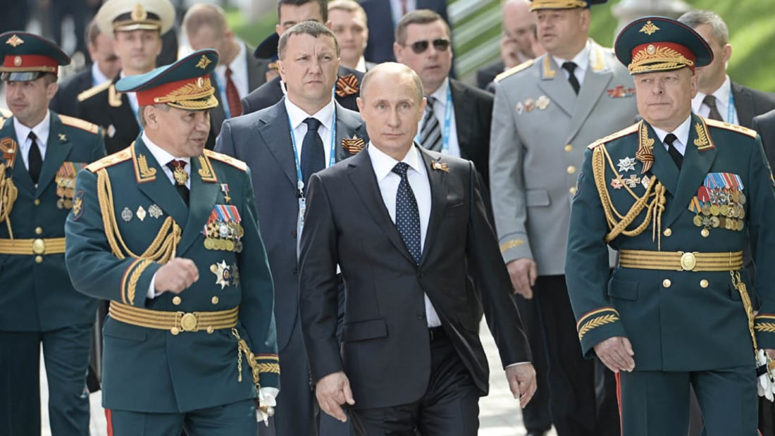 """شاهد.. جولة حصرية بعدسة CNN على متن الطراد الروسي """"موسكو"""" قرب سواحل سوريا"""