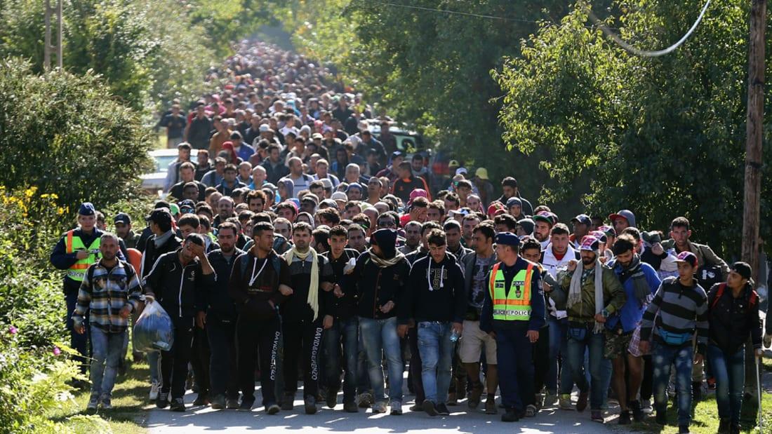 شاهد بالفيديو: كيف يدفع اللاجئون اليائسون آلاف الدولارات للوصول إلى أوروبا؟