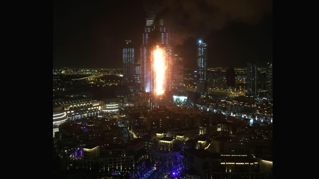 شاهد.. حريق ضخم في أحد فنادق دبي