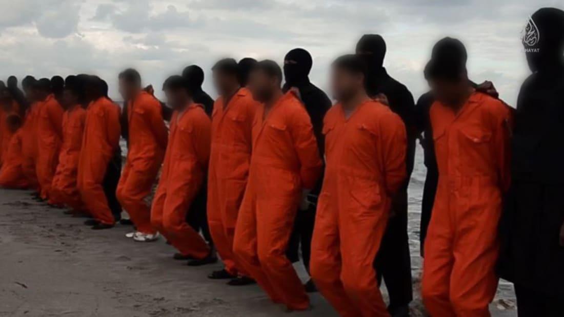 """بالفيديو.. هكذا يتعرف """"داعش"""" على ضحاياه من أقباط مصر في ليبيا؟"""