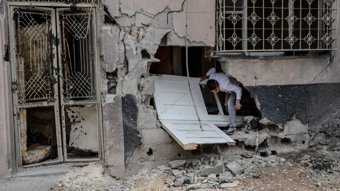 شاهد.. لحظة اقتحام الجيش السوري لسجن حماة المركزي