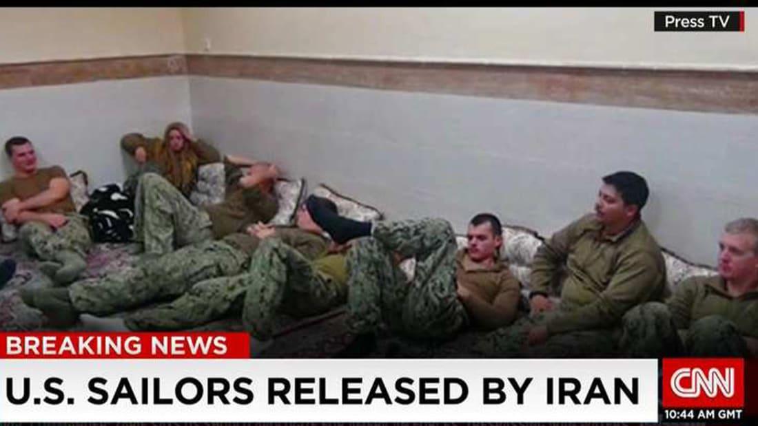 """بالفيديو: إيران تطلق سراح البحارة الأمريكيين وتطالب باعتذار عن """"التجاوزات"""""""