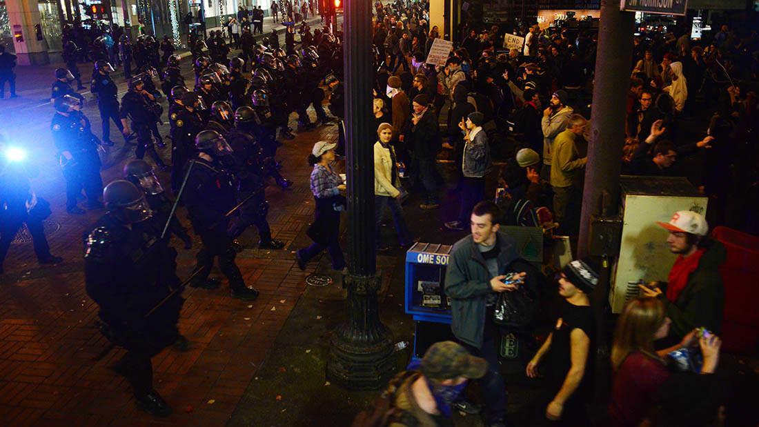 """الشرطة الأمريكية تصنف احتجاجاً مناهضا لترامب في بورتلاند بـ""""الشغب"""""""