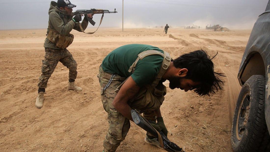 عدسة CNN في الأحياء المحررة بالموصل.. رحل داعش ولكن أدوات الموت موجودة