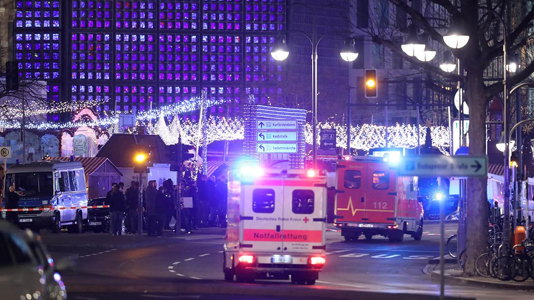 شاهد.. اللحظات الأولى بعد اقتحام شاحنة سوق كريسماس في برلين