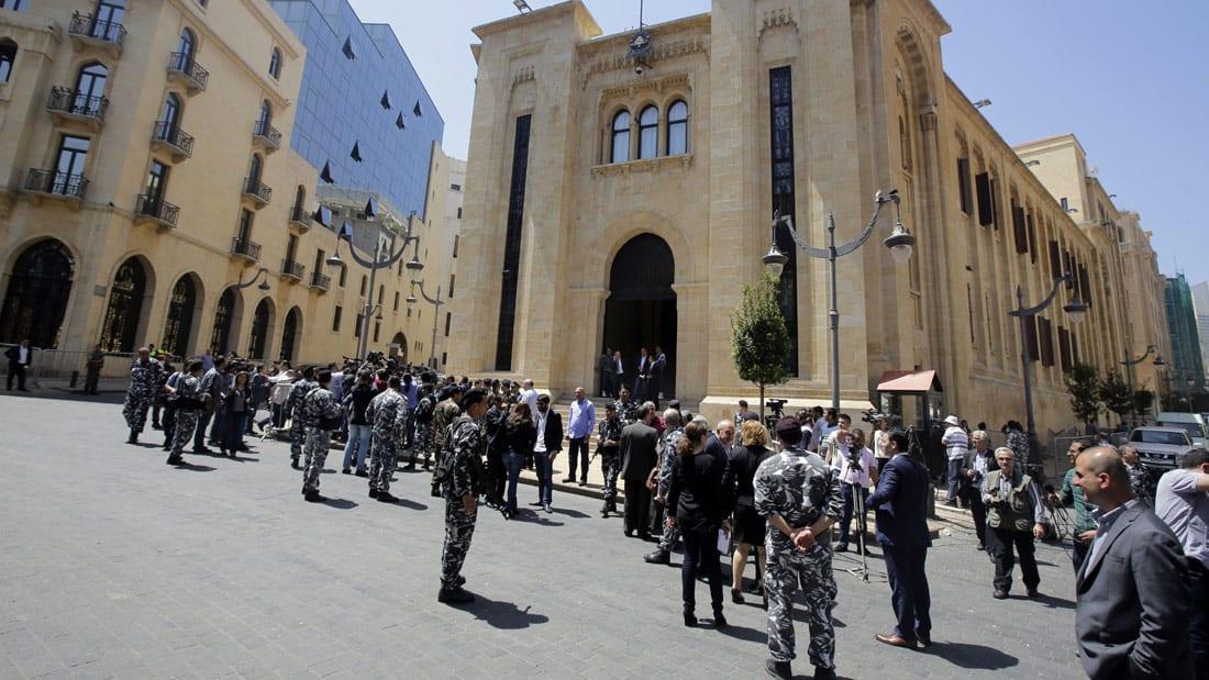 """شاهد.. دقيقتان تختصران """"أزمة لبنان"""" الأحدث"""