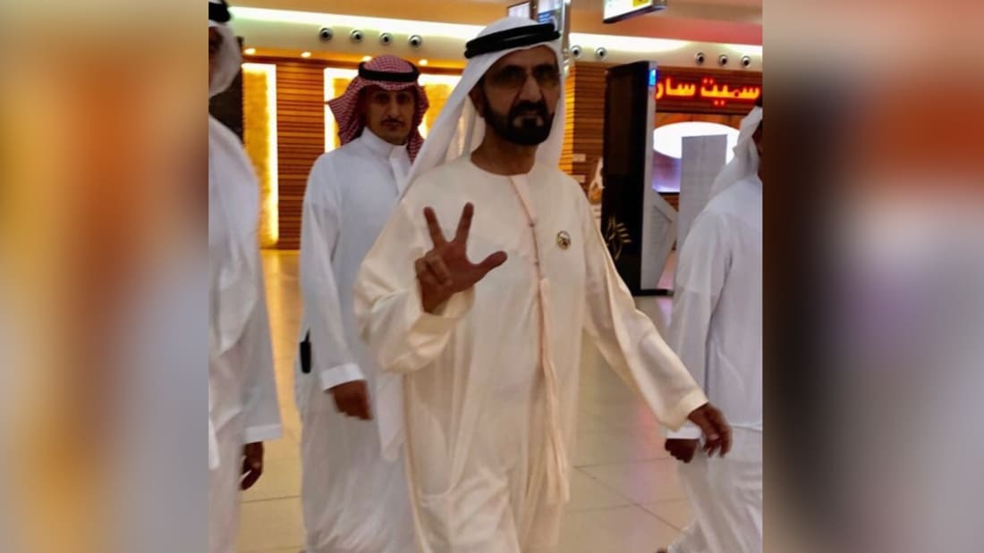 محمد بن راشد يجرب جناح الدرجة الأولى الجديد بطيران الإمارات