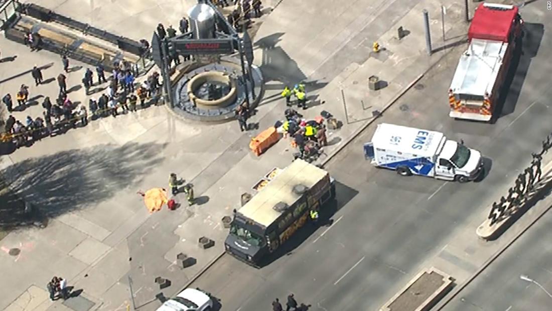 مشاهد أولية بعد دهس شاحنة لمشاة في تورونتو