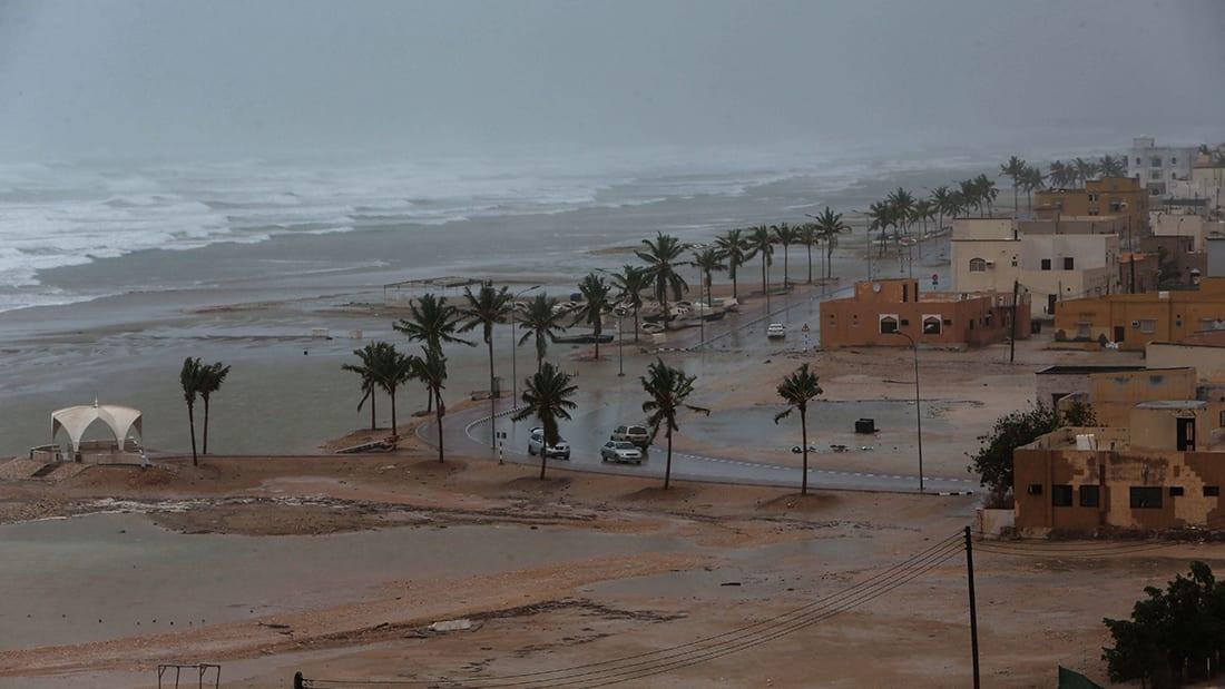 """إعصار """"مكونو"""" يضرب سقطرى والإعلان عن 17 مفقودا"""