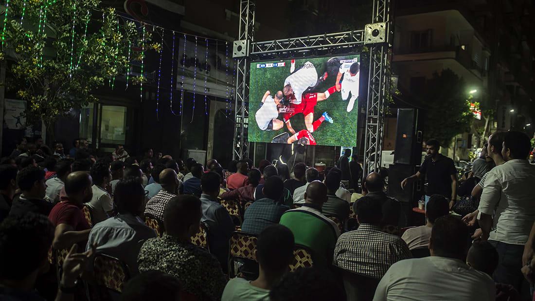 """شاهد..محمد صلاح """"نجم"""" فوانيس رمضان بشوارع القاهرة"""