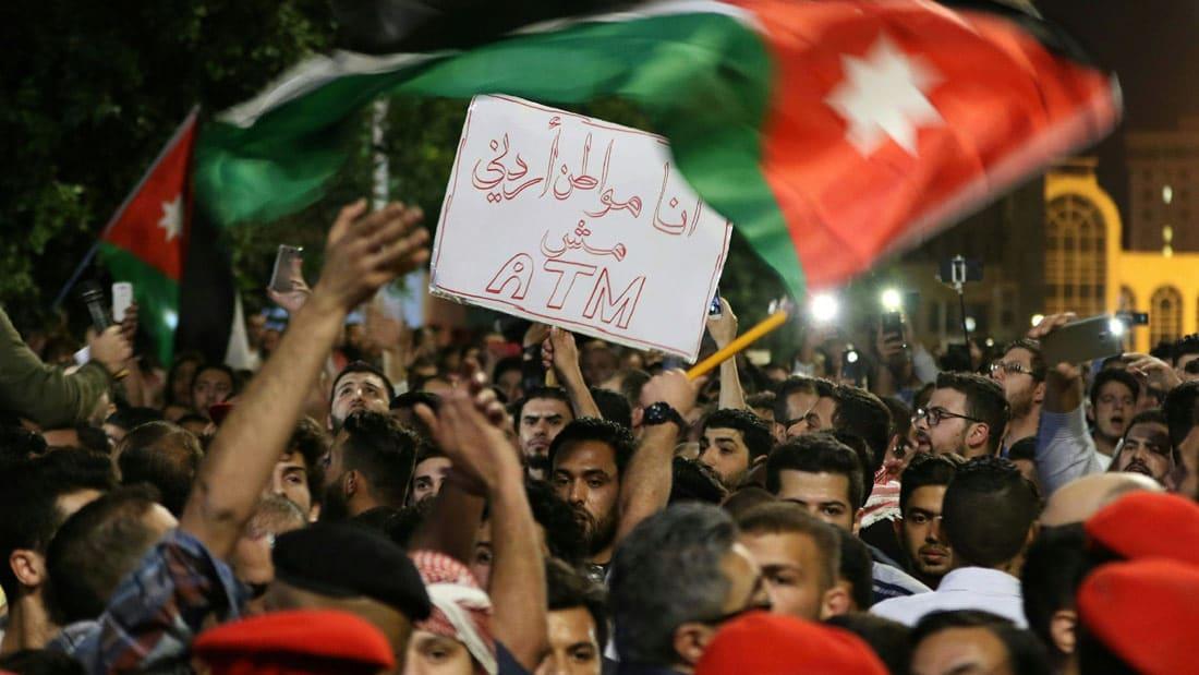 """تجدد الاحتجاجات في الأردن ومتظاهرون يهتفون: """"سلمية سلمية"""""""