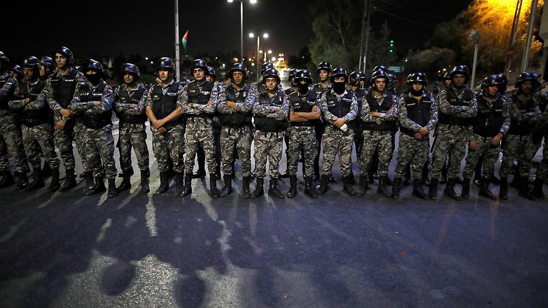 شاهد.. ولي عهد الأردن يطالب بحماية المحتجين