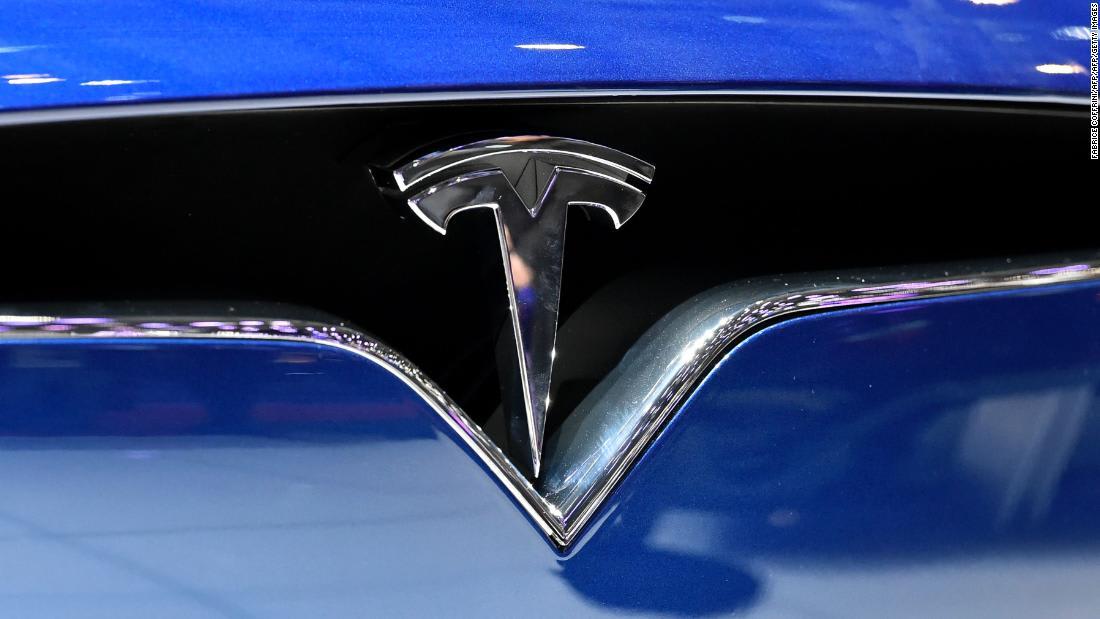 """بورشه تكشف عن أولى سياراتها الكهربائية """"تايكان"""".. إليكم سعرها"""