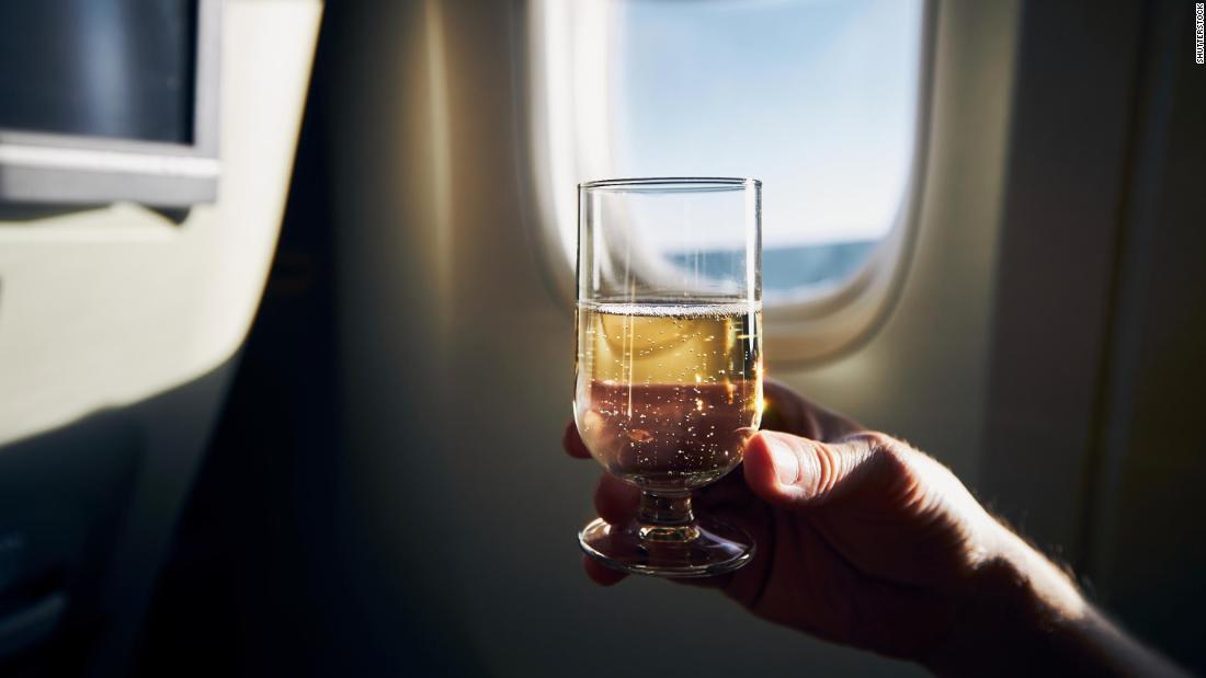 لا تلمس أي شيء..تعليمات لحماية المسافرين والركاب من فيروس كورونا