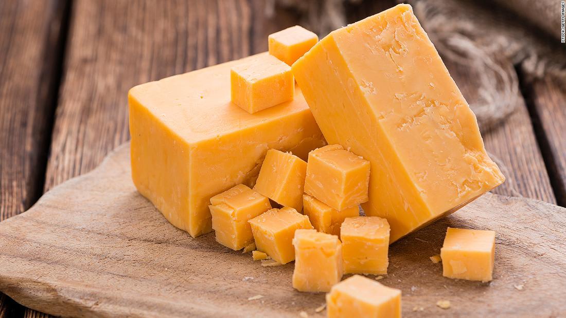 جبنة نادرة تُصنع فقط بين مايو وأكتوبر في جبال الألب السويسرية..ما أسرارها؟