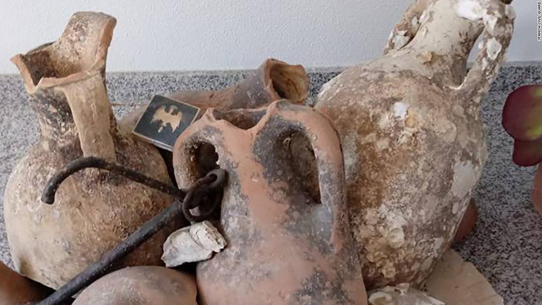 العثور على قطع أثرية من القرن الأول في متجر للمأكولات البحرية بإسبانيا