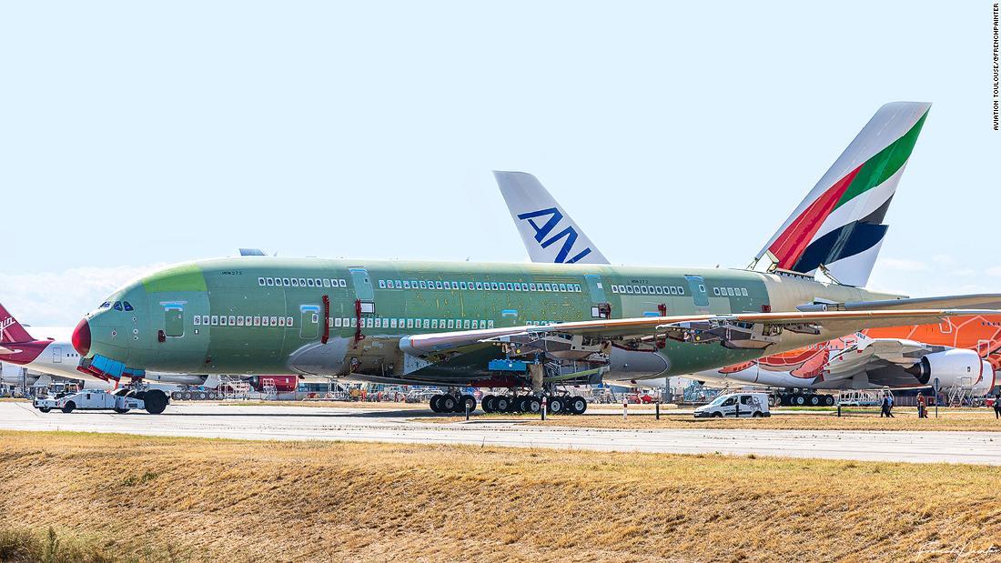 """شاهد تحليق النموذج الأولي للطائرة """"Flying-V"""" التي ستحمل الركاب في أجنحتها"""