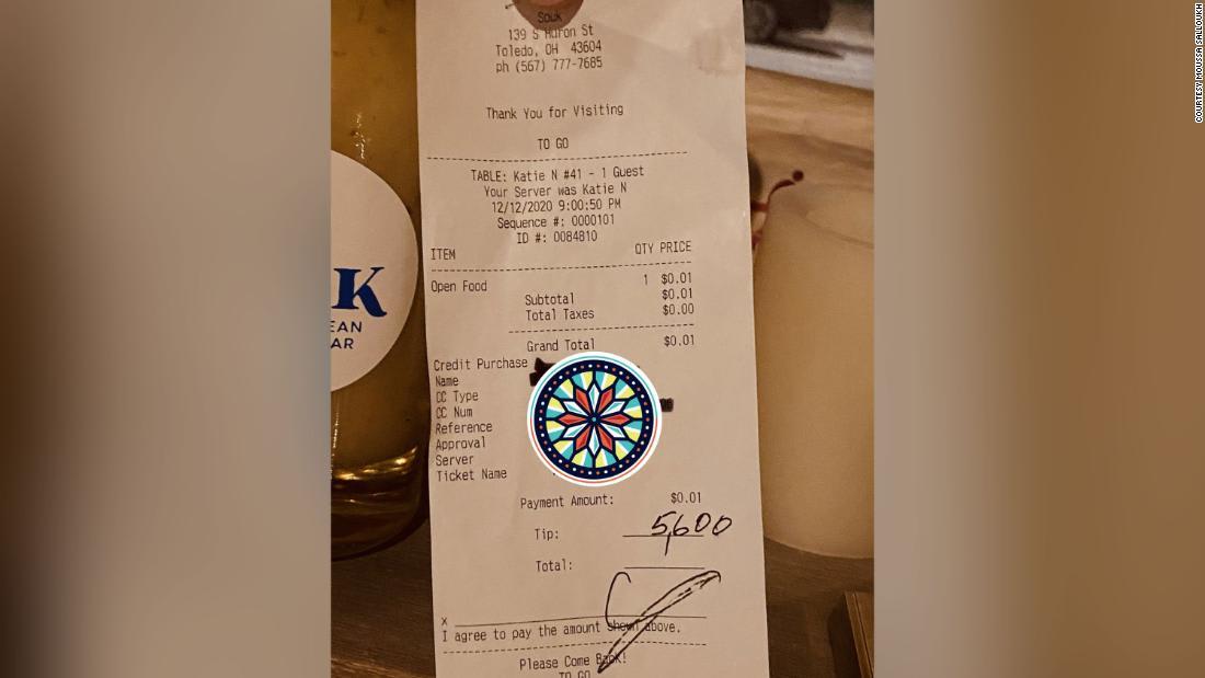 شاهد.. زبون يدفع 2000 دولار إكرامية بعد وجبة بـ17 دولاراً