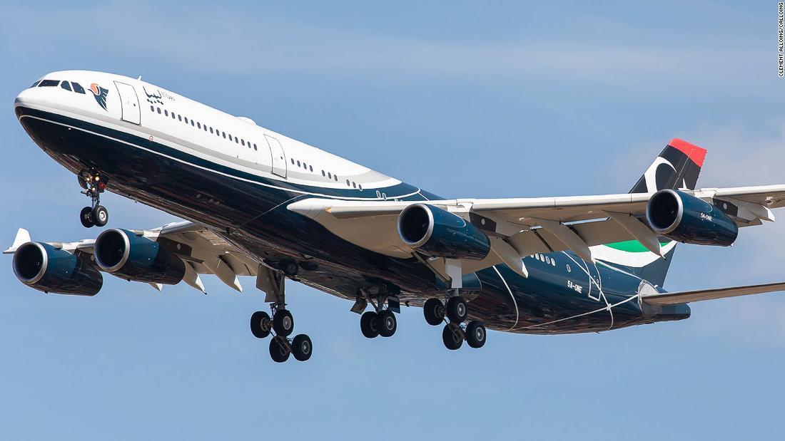 شاهد.. لحظة سقوط طائرة في البحر خلال استعراض جوي في فلوريدا