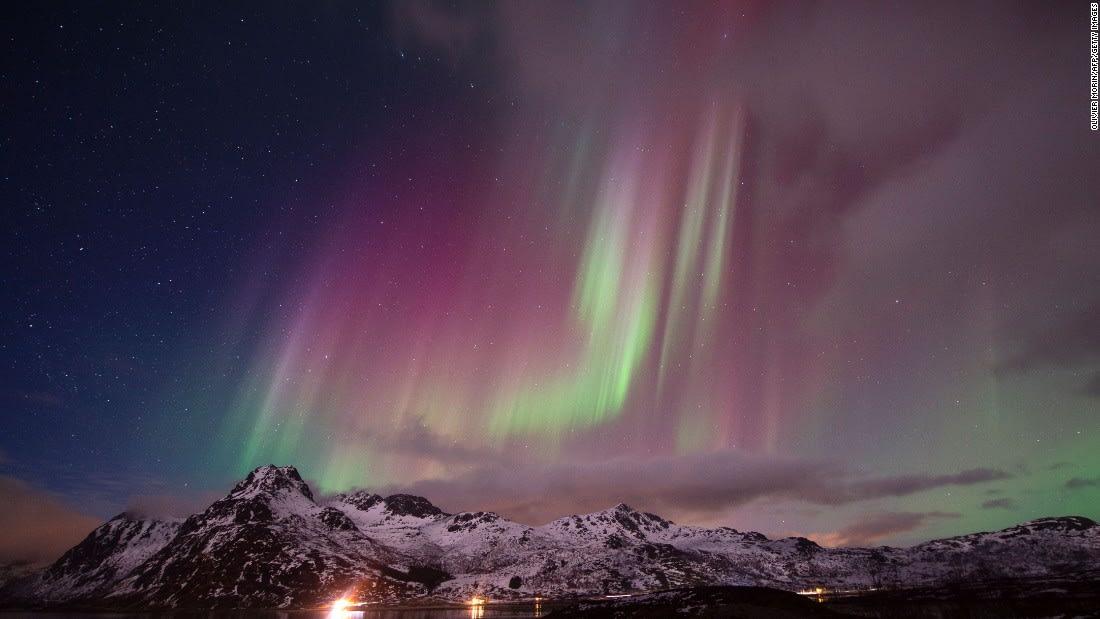 في مشهد مذهل.. أضواء الشفق القطبي تتراقص فوق فنلندا