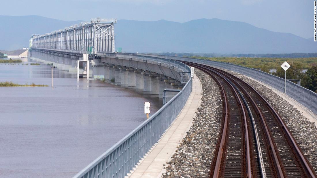 استغرق بناؤه 7 أعوام وبطول 2000 متر.. شاهد الجسر الذي يربط الصين وروسيا