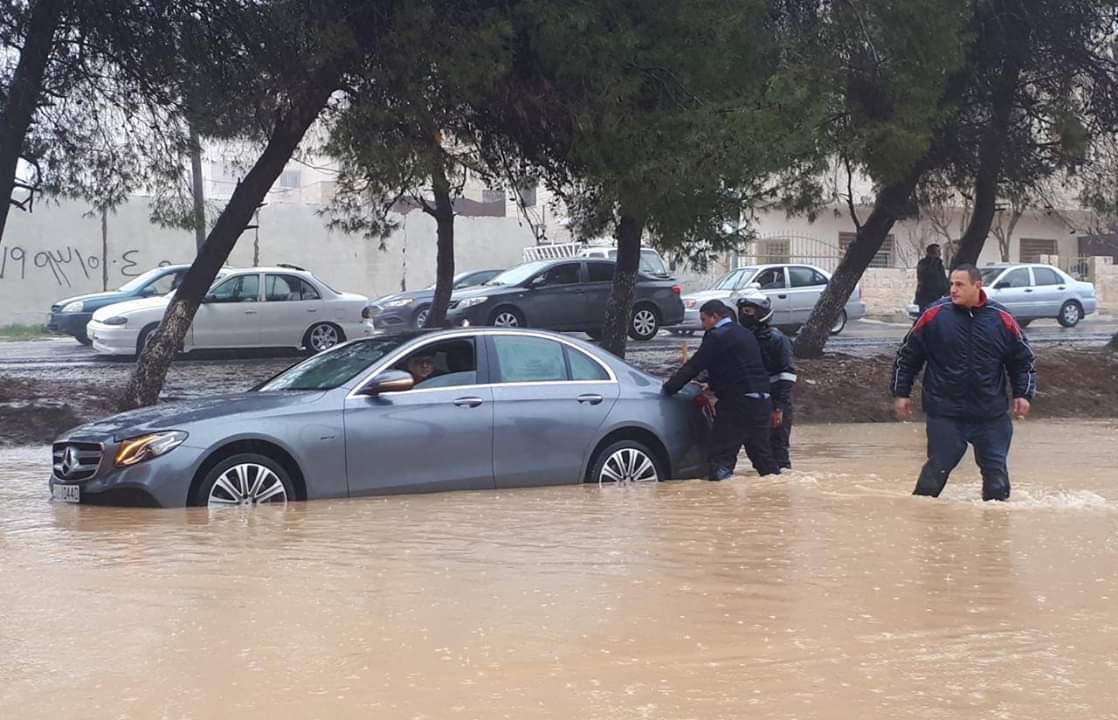 الأردن.. أمطار غزيرة تغرق شوارع وتداهم المسرح الروماني الأثري وسط عمان