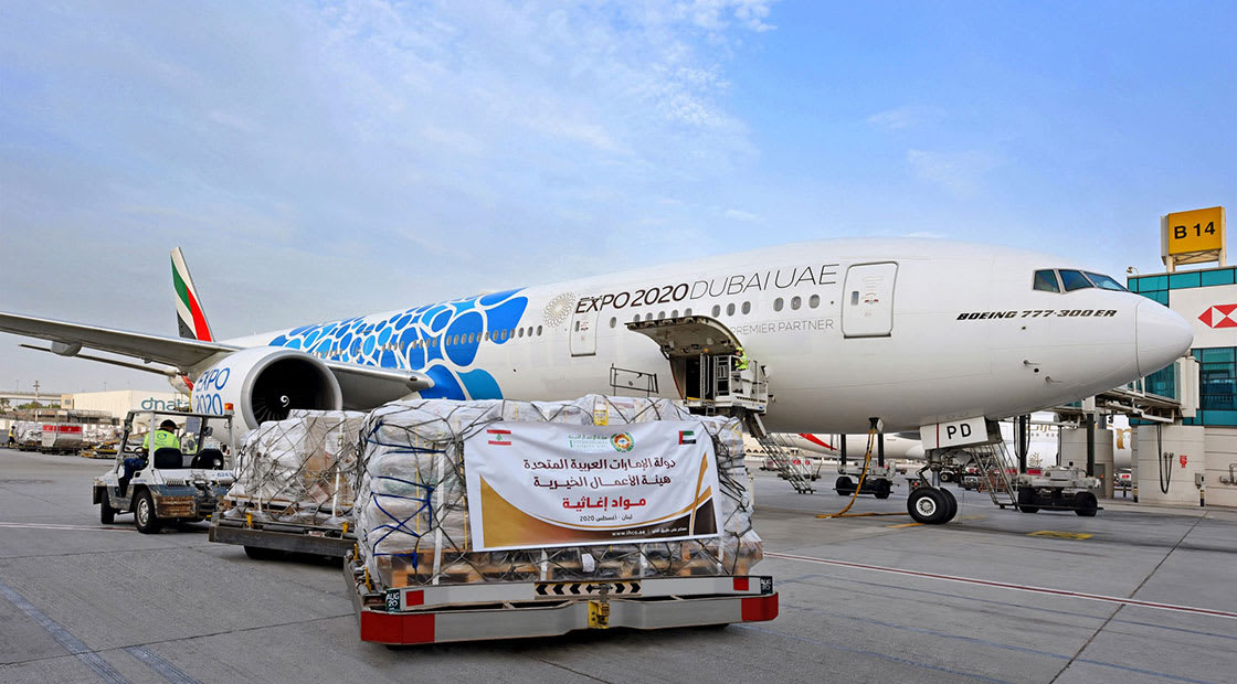 طائرة مساعدات تابعة لطيران الإمارات