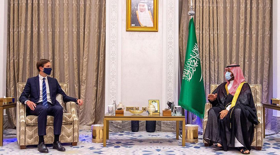 ولي عهد السعودية الأمير محمد بن سلمان (يمين)  وجاريد كوشنر مستشار الرئيس الأمريكي