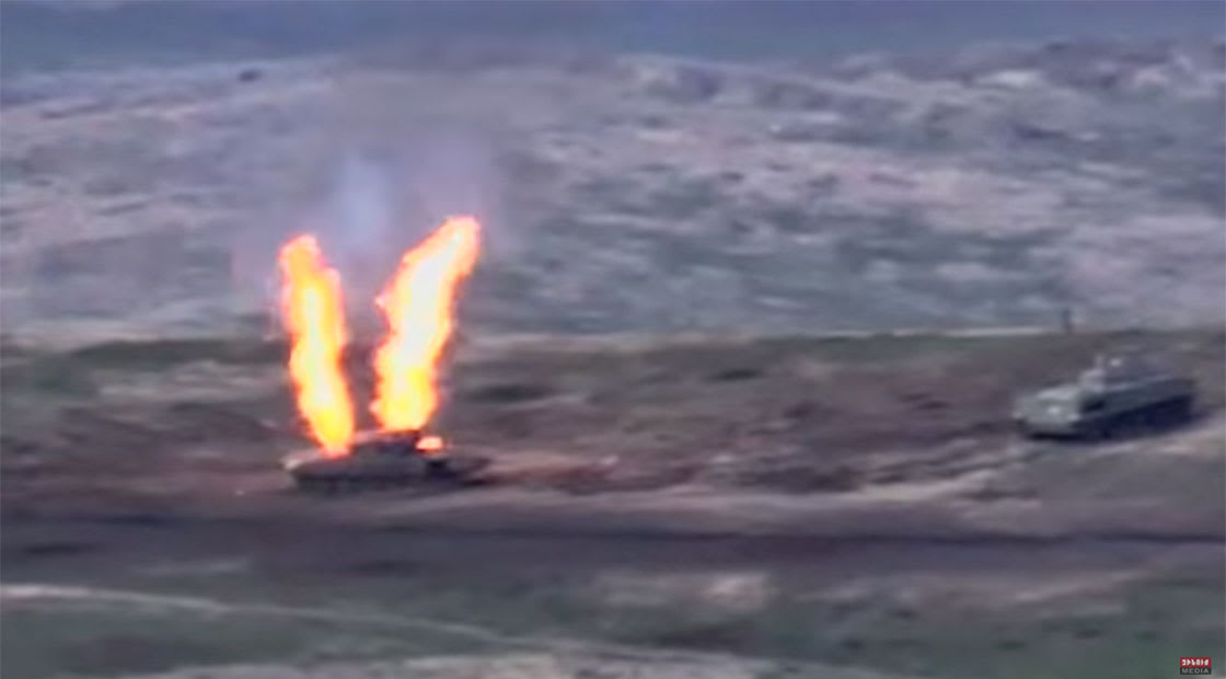 صورة من فيديو نشرته الدفاع الأرمينية لتدير آلية عسكرية أذربيجانية