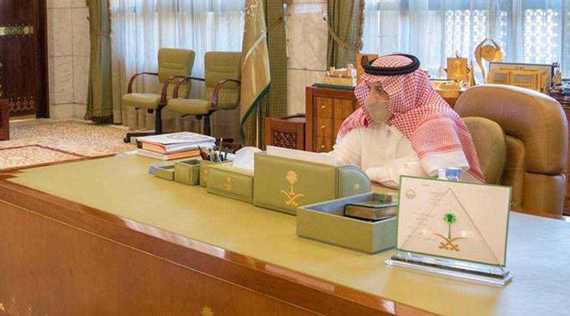 صورة أرشيفية لأمير الرياض في مكتبه