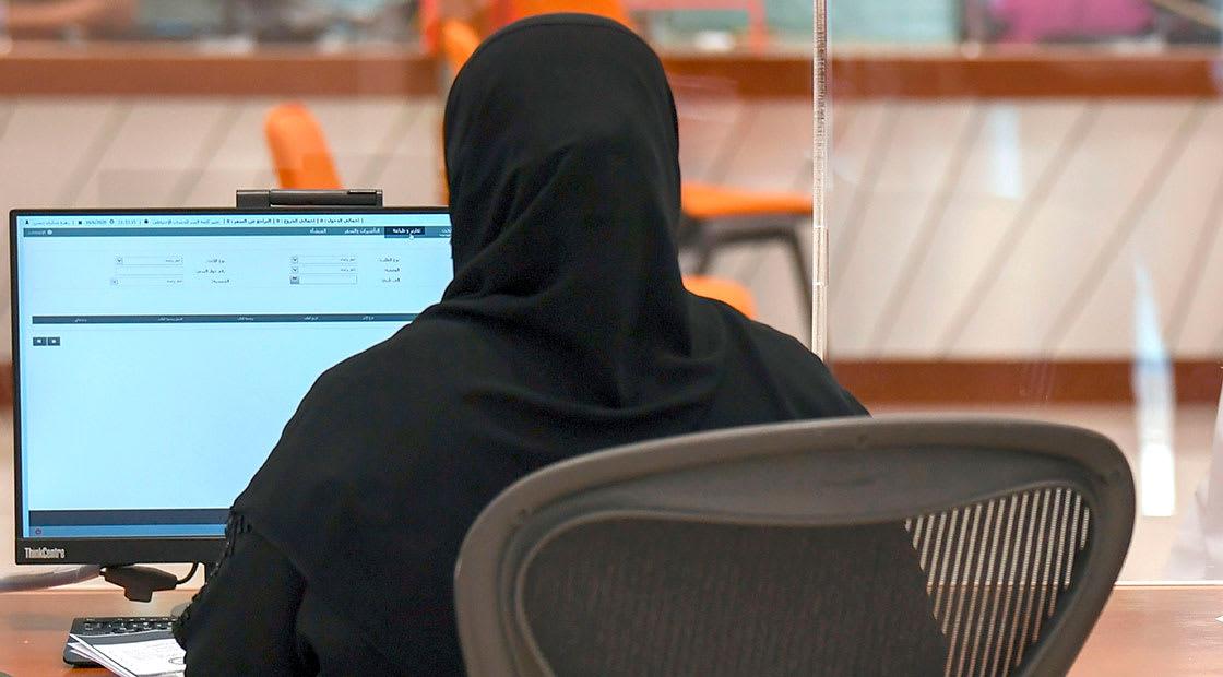 صورة أرشيفية (تعبيرية) لموظفة في الإمارات