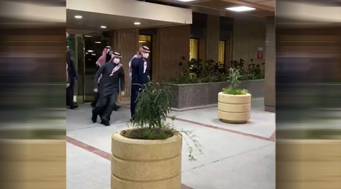 لحظة خروج ولي عهد السعودية من المستشفى