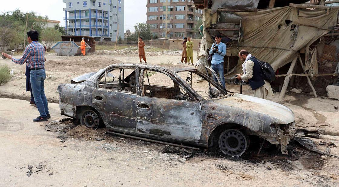 بقايا سيارة مدنية قد تكشف أسلوب استهداف مطار كابول بـ5 صواريخ الاثنين