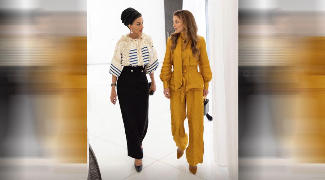 الملكة رانيا (يمين الصورة) من الشيخة موزا