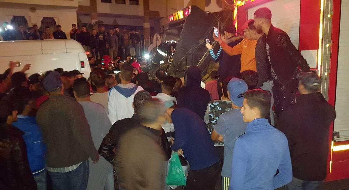 مصرع تاجر سمك داخل شاحنة لشفط الأزبال يحرّك احتجاجات بالحسيمة المغربية